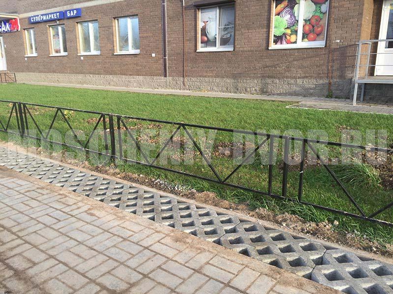 укладка газонной решетки вокруг жилого дома