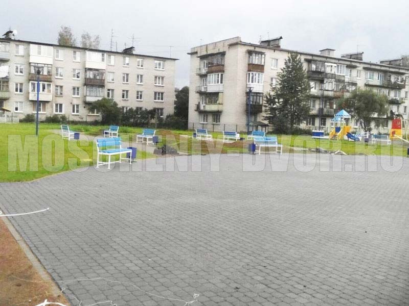 площадка со скамейками