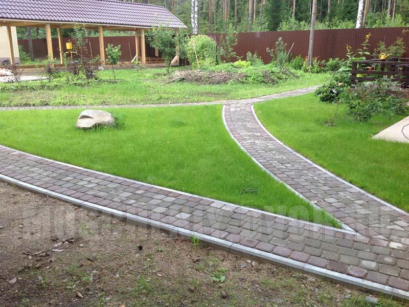 садовые дорожки плиткой классика